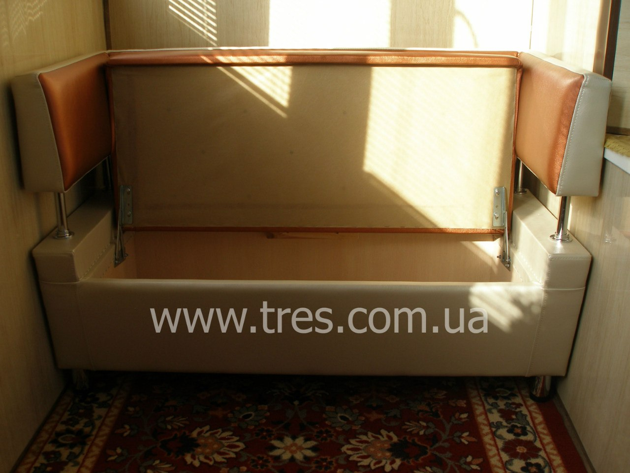 Самодельный диванчик для балкона.